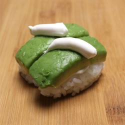 Sushi avocat/cheese